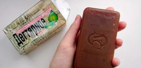 El uso de jabón de alquitrán para eliminar pulgas en perros y gatos.