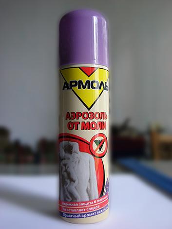 Procesar el gabinete con un aerosol Armol ayudará a destruir las larvas de las polillas que viven allí, así como las mariposas