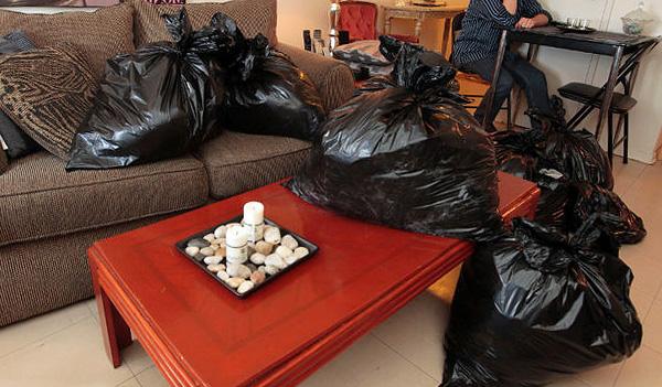 La ropa, los alimentos y los juguetes de los niños deben sellarse preferiblemente en bolsas de plástico para protegerlos de la exposición al humo.