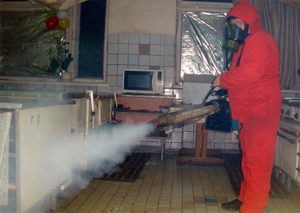Uno de estos procedimientos de procesamiento de un apartamento con la ayuda de un generador de niebla caliente costará varios miles de rublos.
