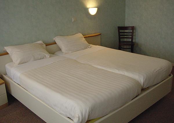Los parásitos se pueden recoger en hoteles baratos.