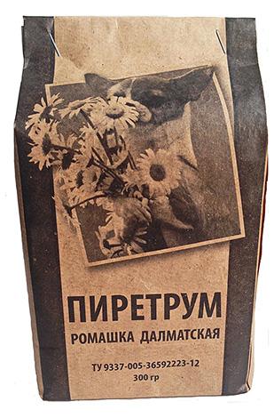 El polvo de piretro es un insecticida natural producido a partir de flores secas de manzanilla dálmata.